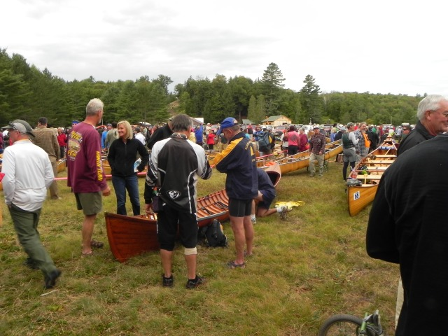 The field is full of racers preparing for the next laeg.